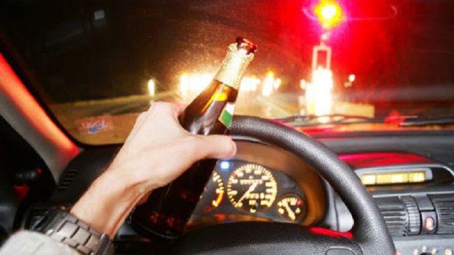 V letech 2006 až 2015 zemřelo na českých silnicích 755 osob při nehodách s asistencí alkoholu. Dalších 25 919 lidí bylo zraněno. Každý šestý mrtvý při nehodě s alkoholem v roce 2015 byl cyklista. Mladí řidiči do 21 let při nehodě pod vlivem alkoholu ve výši 1,5 promile bourají 16x častěji než jejich podnapilí dospělí kolegové. Vyplývá to z nových údajů Týmu silniční bezpečnosti.