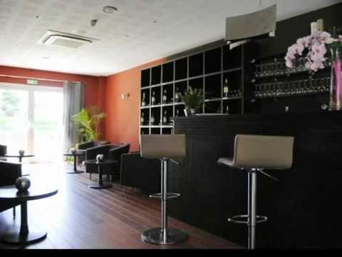 Hôtel Aliénor, Chemin du Pioc, 33210 LANGON   L'hôtel est situé route de Fargues à Langon, à proximité des vignobles de Sauternes et de Loupiac. À 1 minute de la bretelle et du péage de l'autoroute A62 Bordeaux / Toulouse, sortie n° 3