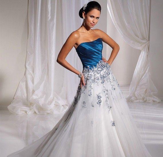 A kék a boldogság színe - így talán a legjobb választás egy színes menyasszonyi ruhára. Nagyobb felületen sem túlzás.