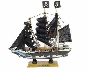 Maquette-voilier-bateau-Pirate-en-bois-16-cm-decoration-marine-neuf