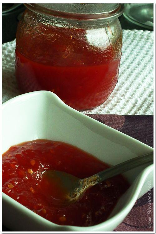 Retire a pele aos tomates e coloque no copo da bimby juntamente com o açúcar e triture 10 segundos na velocidade 5. Acrescente os restantes ingredientes e