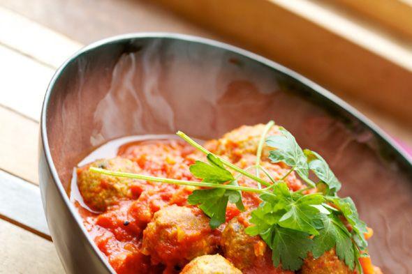 Gehaktballetjes in tomatensaus door Cook Amyl, geserveerd in Pure by Pascale Naessens
