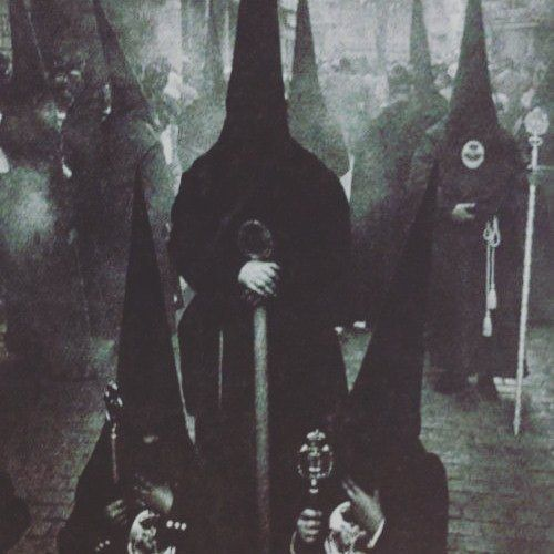 Occult Paranormal: SkullsSociety.com @AppLetstag #hooded #black #ritual