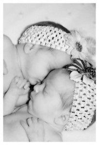 Zwillingsrabatt - Für Zwillingseltern und natürlich auch Drillingseltern kommen doppelte bzw. dreifache Kosten bei der Babyausstattung hinzu. Daher gibt es einige Firmen, die Zwillings- bzw. Mehrlingseltern Rabatte und kleinere Geschenke gewähren.