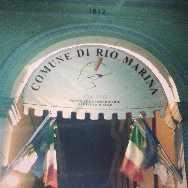 Arco di Via Magenta addobbato per le celebrazioni del bicentenario di Napoleone Imperatore all'isola d'Elba #Elba200