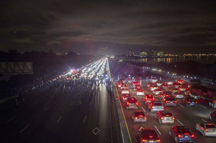 La gran foto dell'autostrada bloccata dai manifestanti a Berkeley - Il Post