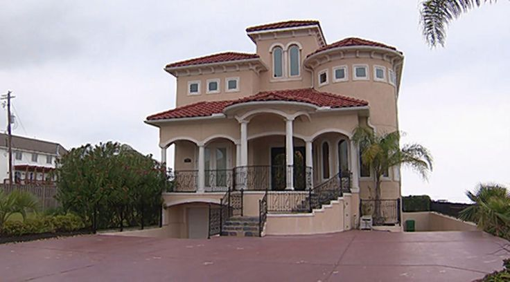 """Texas """"Murder Mansion"""" Haunted Nir Golan recently signed a lease to rent a """"million dollar"""" home in the Houston, Texas suburb of Seabrook. He thought he had gotten a good deal for the home's rent was priced low considering its size. Golan was ready to move in to the waterfront property when he discovered its grisly history. Another mansion that had sat on the property in the 1980s had been demolished. It had a reputation of being a """"murder mansion"""" because in 1984 a millionaire, Bill ..."""