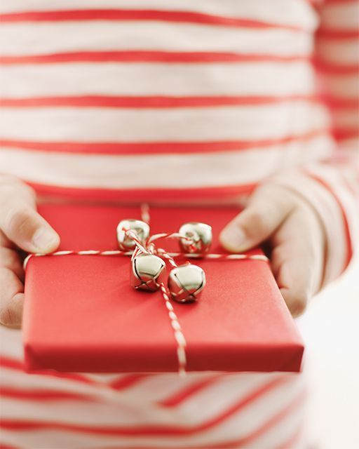 DIY: Baker's Twine and Jingle Bells Wrapping