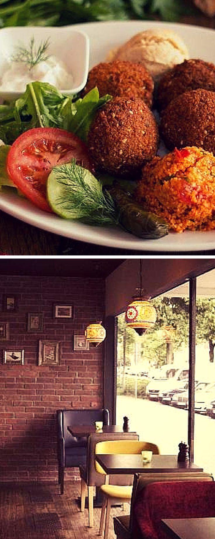 """Im Restaurant """"Morgenland"""" in Barmbek heißt es sowohl Salam als auch Moin Moin. Hier wird ein bunter Mix der beliebtesten Speisen aus dem Orient + Spezialitäten wie Kumpir geboten. Hingehen!"""