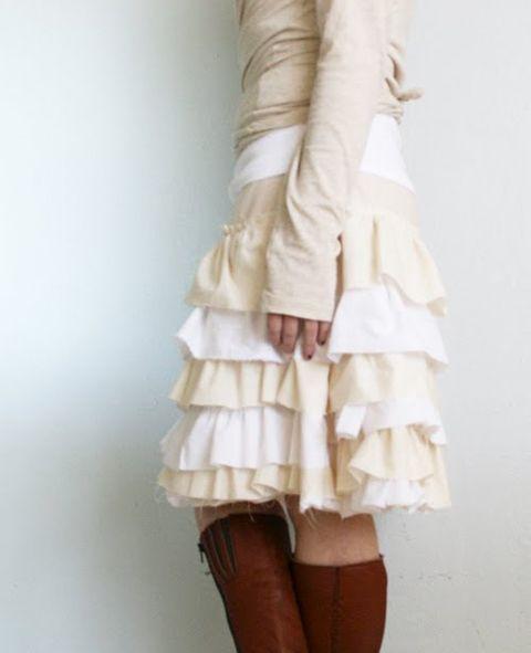 Sewing Secrets: 10 Super Easy Skirts: Ruffles Skirts, Skirts Tutorials, Sewing Secret, Ruffle Skirts, Easy Skirts, Super Easy, Skirts Patterns, Sewing Machine, Petticoats Skirts