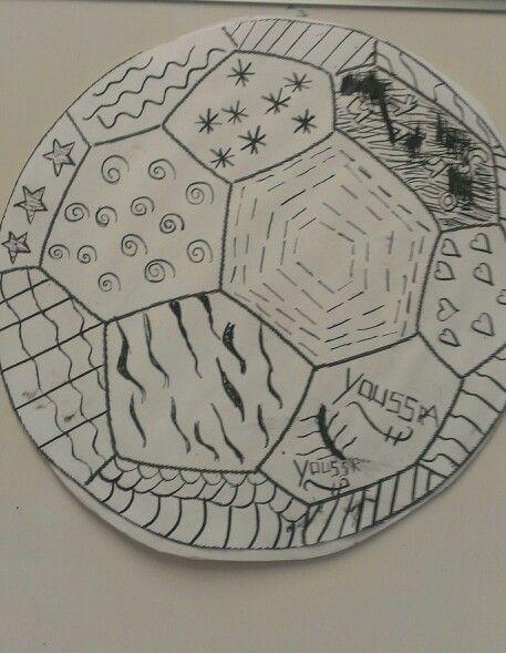 Voetbal met patronen. Gemaakt met oost-indische inkt