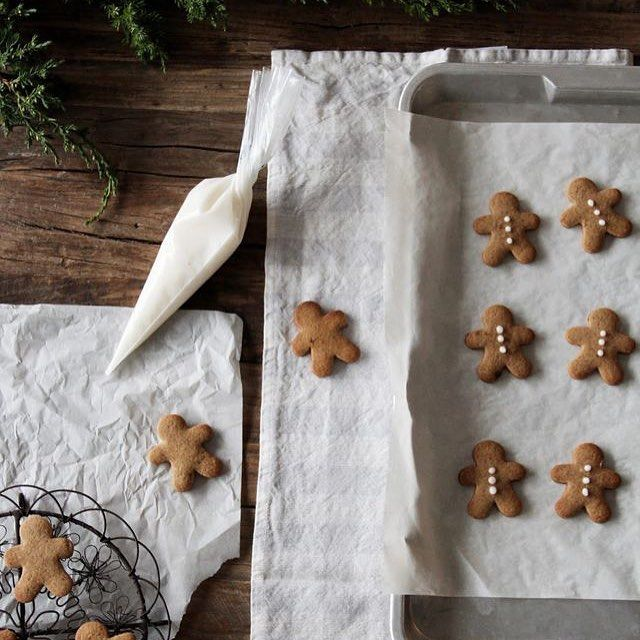 Time to prep up for Advent with some gingerbread cookie baking inspirered by the lovely instagram account @forkandflower