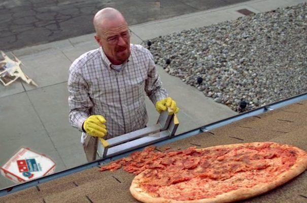 Parem de jogar pizza na casa do Walter White! - http://popseries.com.br/2017/10/24/breaking-bad-cena-da-pizza-bastidores/