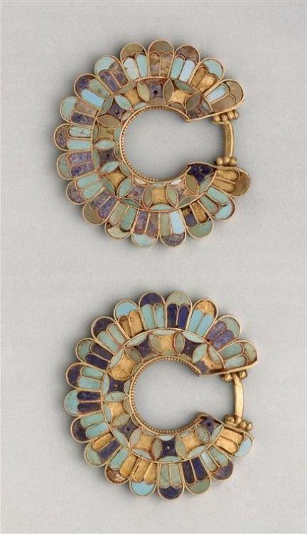 Cloisonné earrings, Susa Acropolis 400 b.c. Gold, lapis lazuli, turquoise. Achaemenid Persian period.