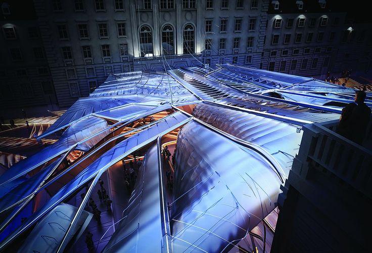 Visualizzazione del progetto Synthetic Skin presso il Museumsquartier di Vienna (foto di Maya Pindeus)