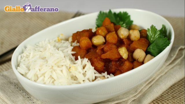 Curry vegetariano con zucca e ceci