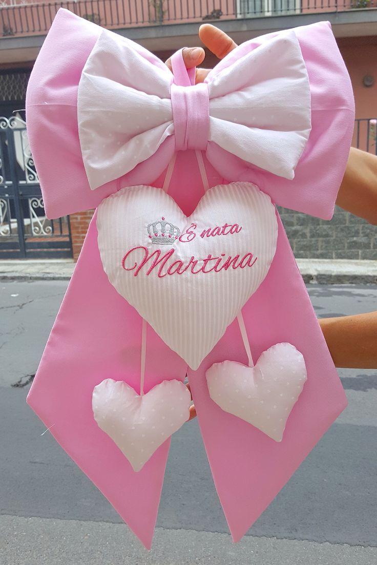 fiocco nascita rosa con 2 cuori pendenti e ricamo è nato Martina, il meglio per il tuo piccolino, cotone, lavorazione artigianale e cura nei dettagli
