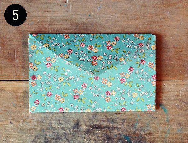 Voici un petit tutoriel pour réaliser et créer vous-même de jolies enveloppes. Faire une enveloppe personnalisée et originale facilement en pliant une ...