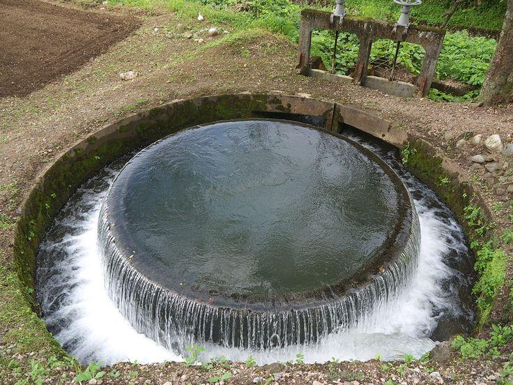 赤祖父溜池円筒分水 - 赤祖父溜池 - Wikipedia