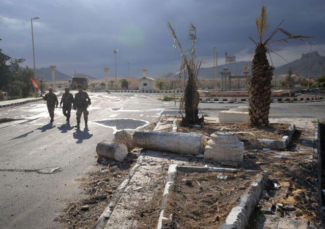 Situation en Syrie La Syrie est secouée depuis plus de trois ans par un conflit intérieur qui a déjà fait plus de 150.000 morts, des civils pour la plupart. Plus de 2,3 millions de Syriens ont dû fuir le pays en raison des hostilités. Les forces gouvernementales font face à des groupes armés de différentes origines qui comprennent des mercenaires étrangers. (soldats syriens)