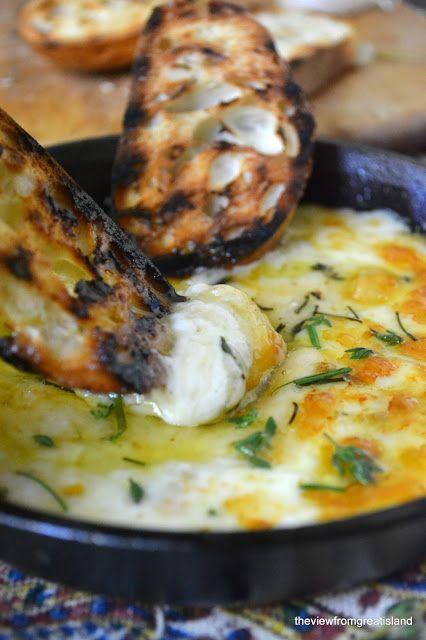 gegrilde kaas en stokbrood
