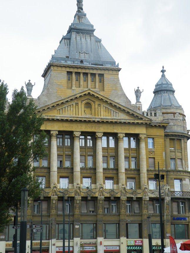 The Erzsébet tér, a large green 19th century square/park is on both of your sides. Turn left onto József Attila utca, 80 m (Attila Jozsef, Hungary's most loved 20th century poet). The Erzsébet tér is on your left.