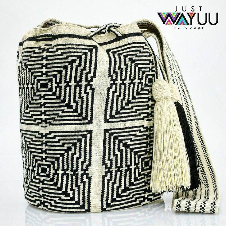 199 отметок «Нравится», 7 комментариев — Just Wayuu (@just.wayuu) в Instagram: «Single thread geometric pattern two colors. . One of a kind. Handcrafted handbags made by…»