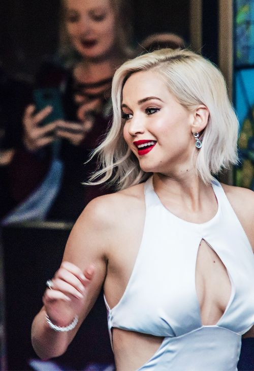"""Jennifer Lawrence attends a Global Fan Screening of """"X-Men Apocalypse"""" at BFI IMAX on May 9, 2016 in London, England."""