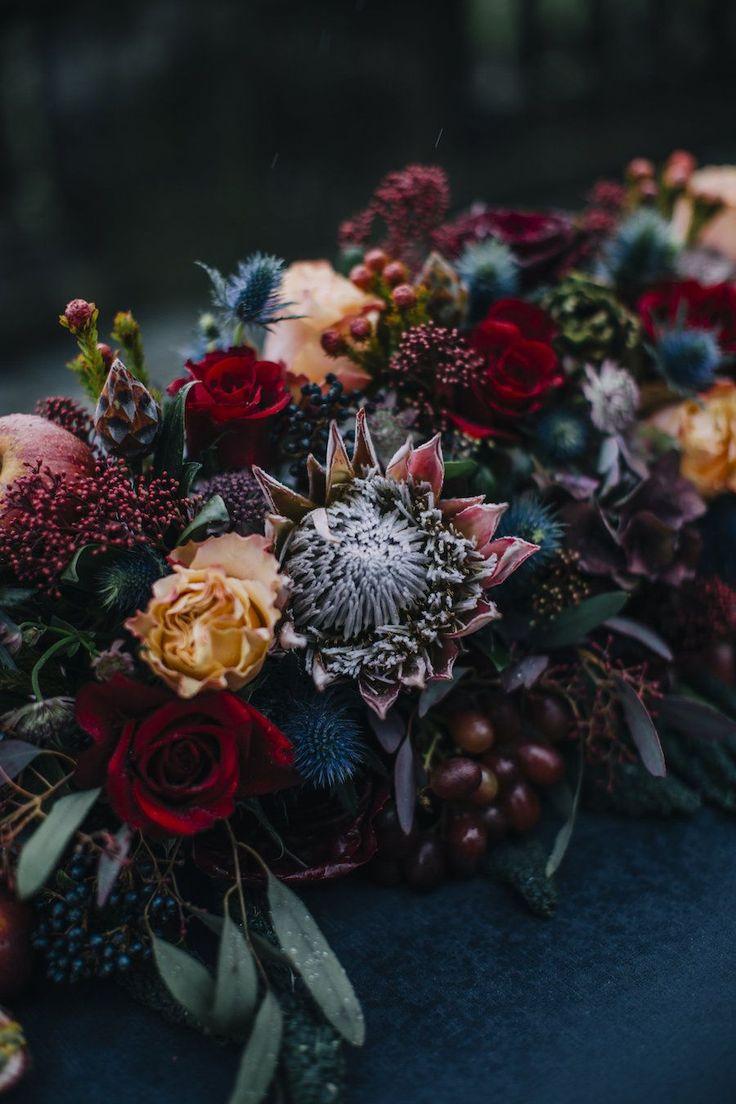 Una palette di colori intensi per un matrimonio autunnale a Villa Pina Albavilla tra favolosi allestimenti di fiori, frutta e verdura di stagione.