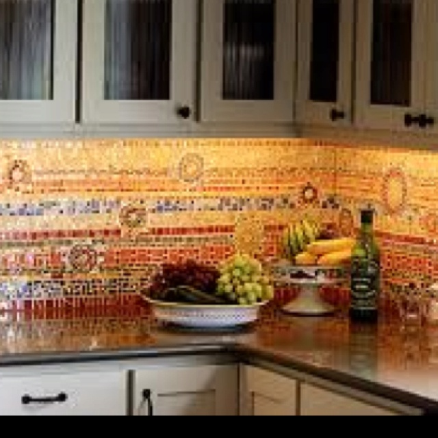 A beautiful spanish tile backsplash for the home for Spanish style kitchen backsplash