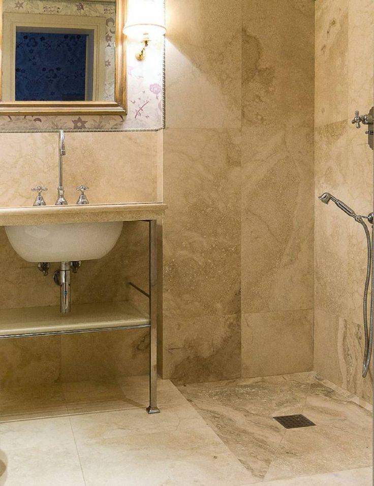 Salle de bain travertin la beaut de la pierre de tivoli - Salle de bain en italien ...