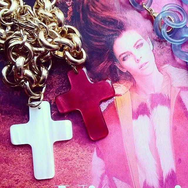 Cross bracelet, charm bracelet, made in Italy, braccialetto, croce, accessori moda, rosso, bianco, red, white, rosa velvet, shop on line