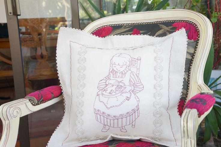 Cojín, diseño bordadora Janome 12000
