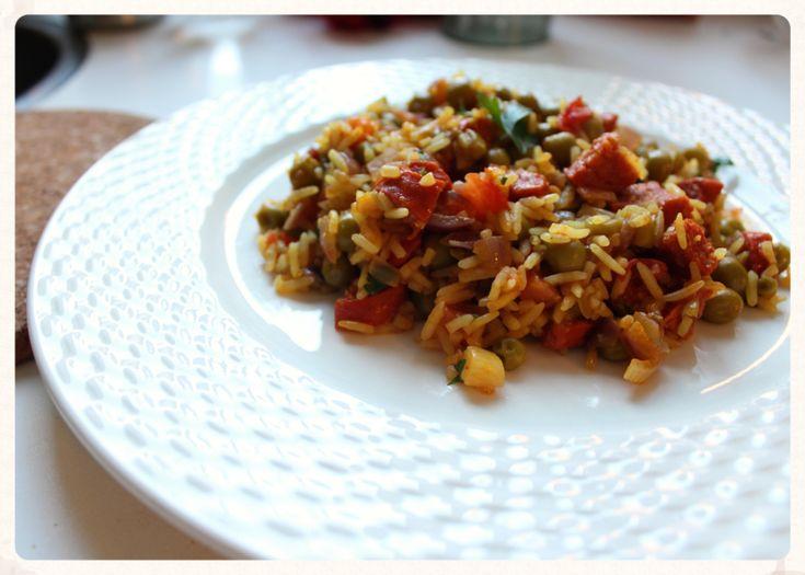 Arroz con chorizo. Lang leve eenpansgerechten! Weinig afwas! Deze arroz con chorizo is heerlijk peperig en staat from scratch binnen een halfuur op tafel.