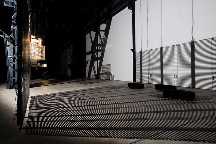 """Philippe Parreno, """"Hypothesis"""", veduta dell'installazione, HangarBicocca, Milano. Courtesy of the Artist; Pilar Corrias Gallery; Gladstone Gallery; Esther Schipper; Fondazione HangarBicocca, Milano. Foto: © Andrea Rossetti"""