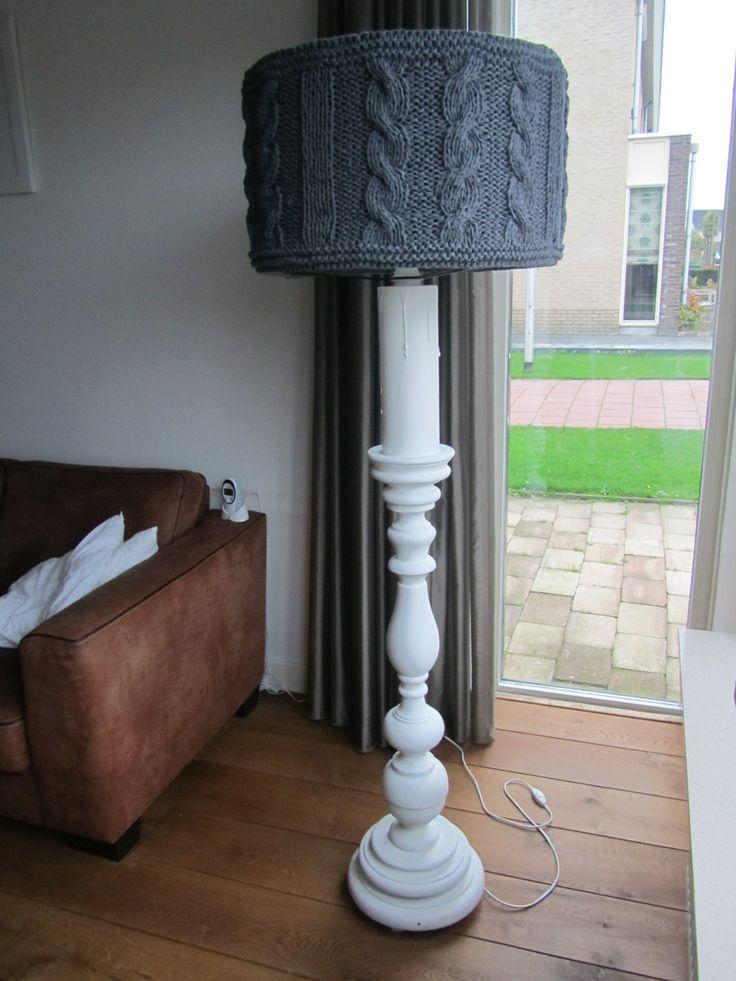 Brocante vloerlamp met gebreide kap. www.vindikleukgenemuiden.blogspot.nl