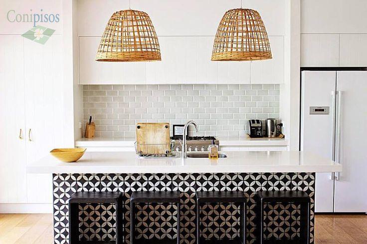 Obtiene el aspecto de esta brillante #cocina decorada con nuestras #baldosas y #mosaicos de #cemento #Cannes.