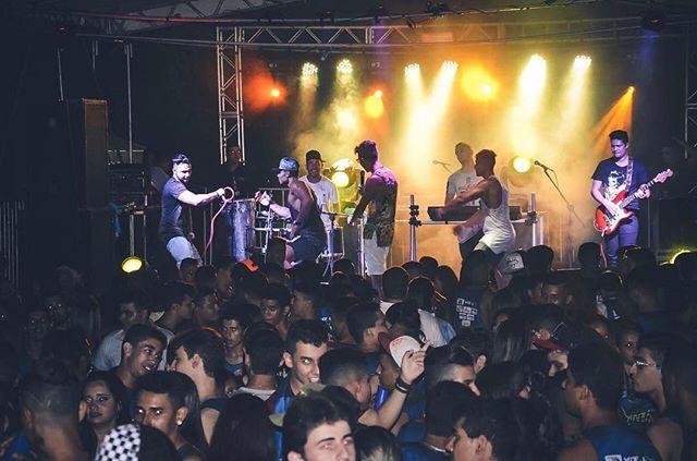 Baile da Santinha foi sucesso !!! Motel de Luxo no palco , Foto: Darlan Fuzuca @darlanfuzuca 💥💥💥🔝🔝🔝💣💣💣 #VaiKele #Motel #Salinas #Sucesso #ostopsdaarrochadeira #montereylocals #salinaslocals- posted by Matheus Cavaco https://www.instagram.com/mateuscavaco - See more of Salinas, CA at http://salinaslocals.com