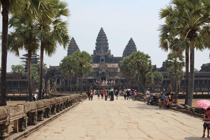 Cestopis - Angkor Wat, Angkor Thom a Ta Prohm.   http://www.naskokvkuchyni.cz/cestopis-thajsko-kambodza-den-ctvrty-a-paty-angkor-wat-ta-prohm-angkor-thom/