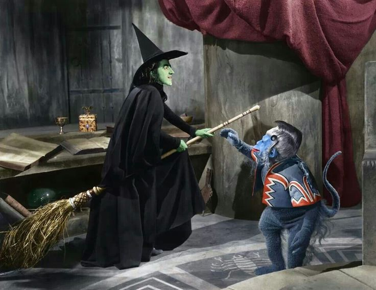 what are flying monkeys in wizard of oz called to serve