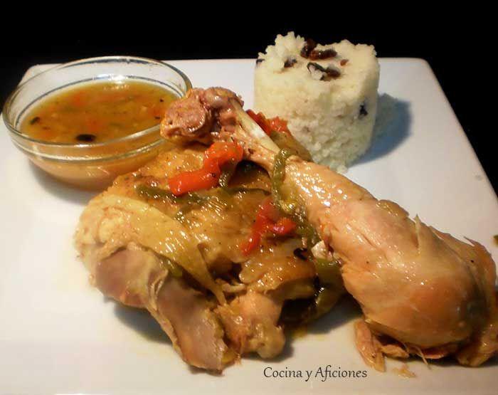 Pollo hervido en pimientos acompañado de cuscús