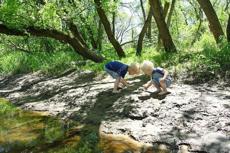 5 ways my kids change when they spend time in nature!  SimpleToddlerRecipes.com