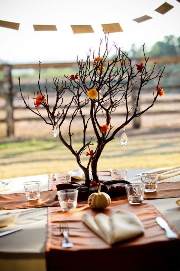 centre de table automnal: branche fine à quelques fleurs