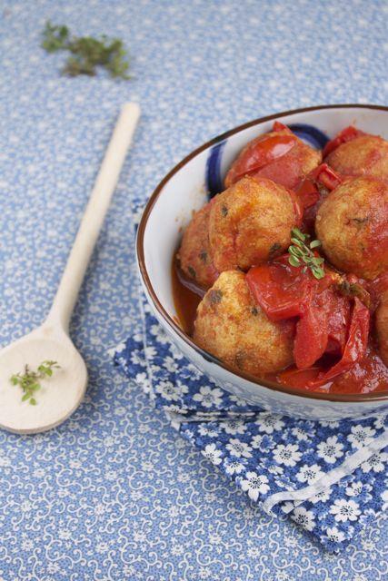 Pallotte cace e ovo, tipico piatto abruzzese, molto amato nella zona di #Lanciano e del #Sangro. Davanti a loro divento irrazionale, una tira l'altra