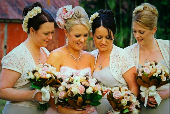 Lindy-Lou is a professional mobile Airbrush Make-up Artist, specialising in Weddings in the Gold Coast & Tamborine Mountain.