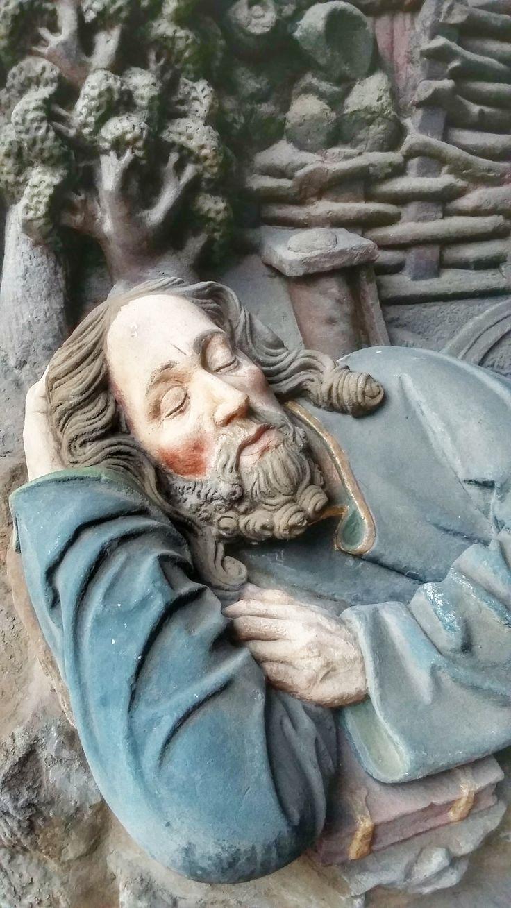 Schlafender Jünger im Ölberg - an der Forchheimer Martinskirche