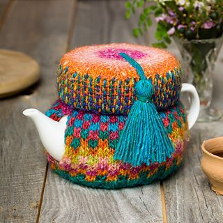 You might recognise the fez, previously incarnated as a Pillbox Hat in Hawaiian Beauty (in the same book) and, yes, very clever of you, as Beatrice and Eugenie in How Tea Cosies Changed the World. Now see how a new yarnd and a fancy embellishment can make the same thing so completely different.