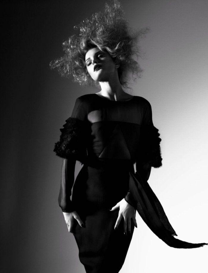 Черно белые фотографии моделей девушка из салона мегафон вновь на работе кто это