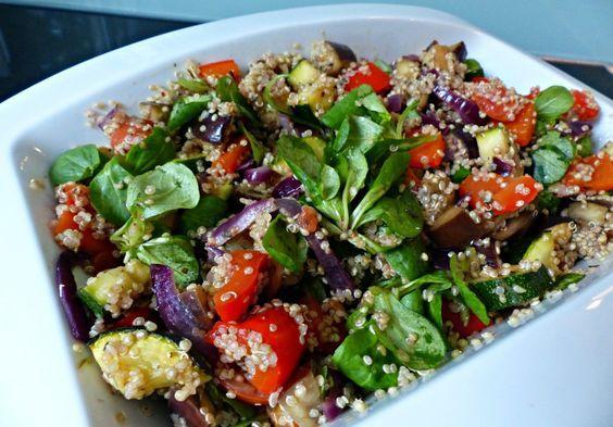 Vegetarische quinoa salade met gegrilde groentes