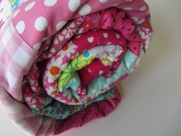 Nadat ik het rood-wit-blauwe boxkleedgemaakt had, kreeg ik van Tessa de vraag of ik voor haar een patchwork sprei wilde maken van 150 bij 150 cm. Ze stuurde mij de stof op en al snel ging ik, met ...